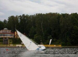 pokazowa wywrotka omegi: jacht wraca do pozycji wyjściowej :D